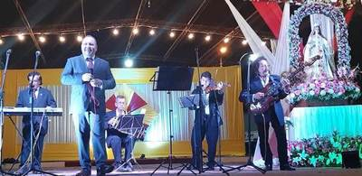 Orquesta Típica de Luque deleita a aregüeños en fiesta patronal •