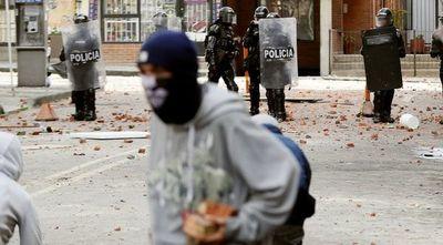 Explosión deja cinco heridos en una universidad de Bogotá