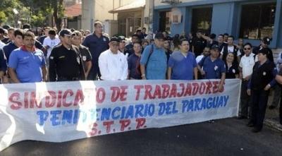 HOY / Guardiacárceles irán a huelga y penitenciarías quedarán sin control en todo el país