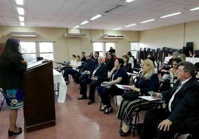 Dan charlas educativas a estudiantes en universidad y sede judicial