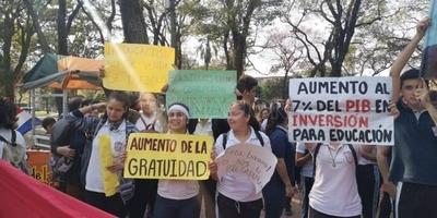 """HOY / Estudiantes retomarán paro y cerrarán rutas: """"No vamos a permitir que nos pisoteen"""""""