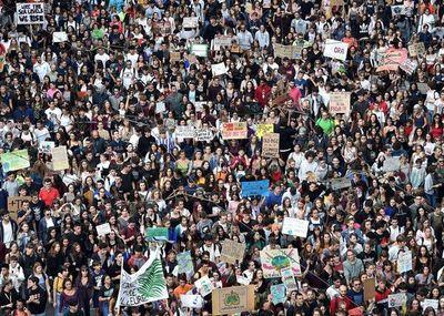 Cientos de miles de italianos marcharon contra el cambio climático