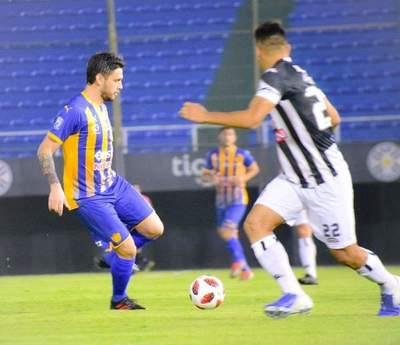 Grave lesión deja seis meses afuera a delantero de Luqueño •