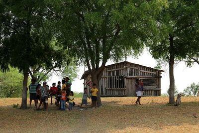 Falta de servicios condena a la despoblación a indígenas Yshir del Chaco