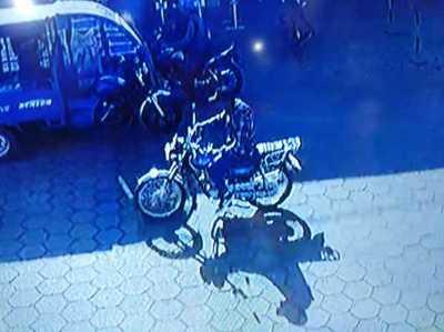 Circuito capta a ladrón de motocicleta