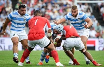 HOY / Argentina vence a Tonga y mantiene sus aspiraciones