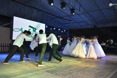 Emocionante noche central del Festival del Lago Ypacaraí.