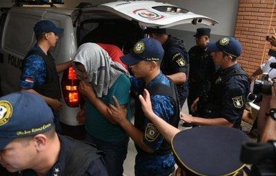 Policías detenidos se abstuvieron de declarar