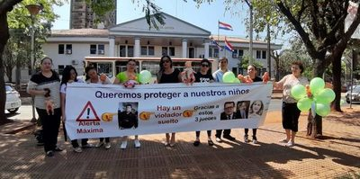 Protestan contra jueces que liberaron a policía que violó más de 3 años a su hijastra