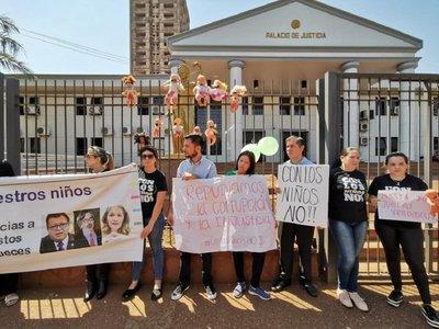 Protestan contra jueces que liberaron a un condenado por abuso