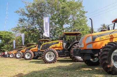 Jefe de Estado entrega maquinarias agrícolas y lanza campaña de cultivo de sésamo en San Pedro