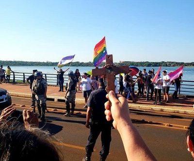Ataque a marcha LGBT de Hernandarias genera indignación en redes