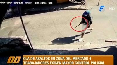 """Delincuente asalta con """"machetillo"""" a mujeres en Mercado 4"""