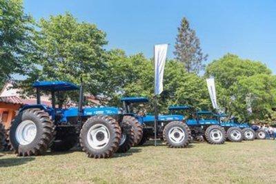 Gobierno entrega modernas maquinarias agrícolas a productores de sésamo