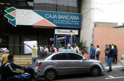 Sumarian a funcionario que denunció vaciamiento de la Caja Bancaria