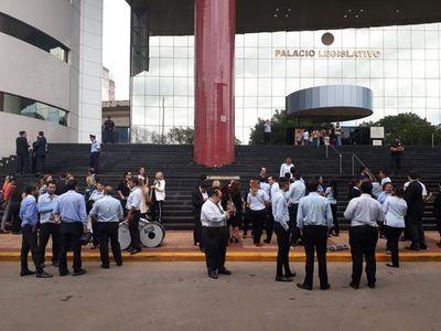 Sindicatos rechazan horario escalonado y anuncian manifestaciones