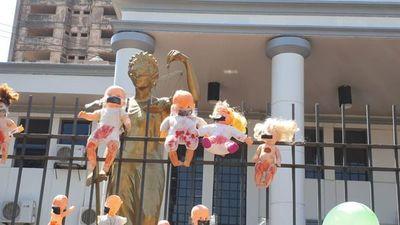 Suspenden a jueces de Paraguarí y a fiscala por liberación de expolicía abusador