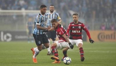 HOY / Dos colosos brasileños inician su disputa por el boleto a la final de la Libertadores