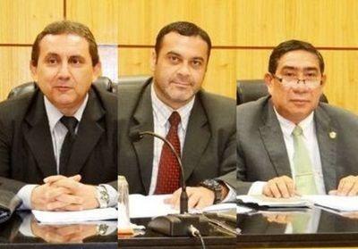 Corte suspende a jueces y fiscala por aplicar leve condena a abusador