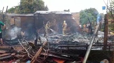 Voraz incendio consume vivienda
