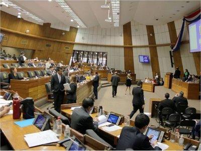 Diputados aprueban nivelación salarial para docentes de la UNA