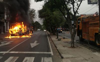 Bus ardió en llamas
