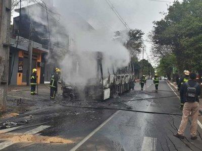 Micro se quemó por completo tras la explosión de dos de sus ruedas