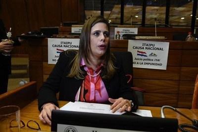 """Kattya: """"Si en Diputados no hay plata es porque Miguel Cuevas malversó fondos"""""""