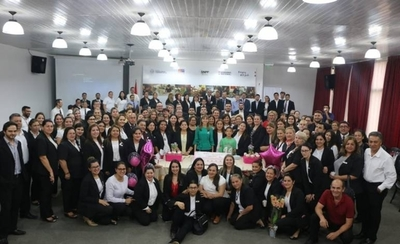 HOY / Bacigalupo celebra su cumpleaños en plena oficina y atornillada en el cargo