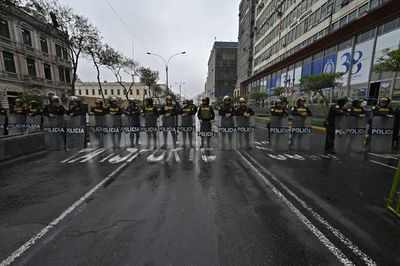 """""""Nos afecta la crisis política"""": lamento en mercado de Lima"""