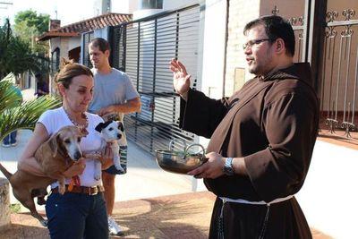Capuchinos bendicen a mascotas este viernes