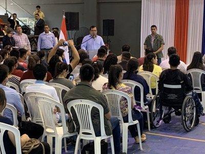 Gobierno entrega millonario aporte para estudiantes de Caazapá