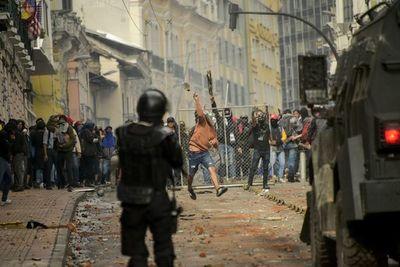 Transportistas de Ecuador en huelga por segundo día tras disturbios