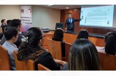 Estudiantes de Encarnación y CDE en Palacio de Justicia