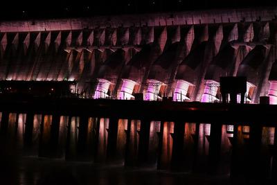 Iluminación monumental de ITAIPÚ será rosa desde hoy en adhesión a campaña para prevenir el cáncer de mama