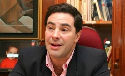 HOY / Renunció a comisión asesora  de Itaipú porque incluyeron a  entreguistas pro Brasil