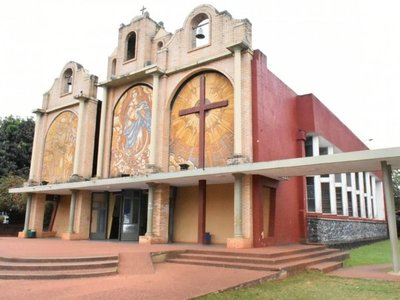 Robaron a sacerdote mientras oficiaba misa