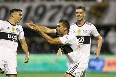 Olimpia goleó a Nacional y aumentó su ventaja como líder