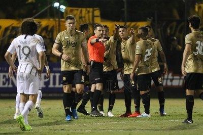 """Derlis López habló de polémica jugada y el """"mini VAR"""""""