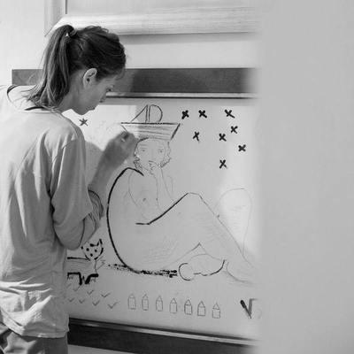 Con apoyo de la Embajada la artista Marcela Diovertiexhibe sus trabajos en Francia