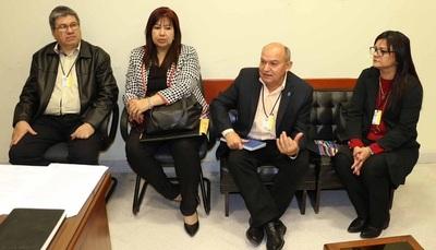 Bicameral de presupuesto recibe a autoridades de la UNA