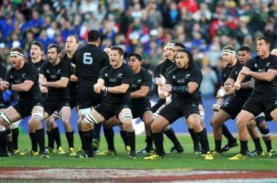 Nueva Zelanda aplasta a Namibia y Francia derrota con lo justo a Tonga