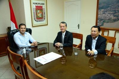 Cónsul taiwanés se reunió con intendente de CDE y anuncian donación de sillas de ruedas