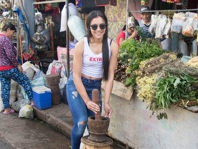 Sarita y Jazmín  causaron furor en el Paseo de los Yuyos y el Mercado de Abasto