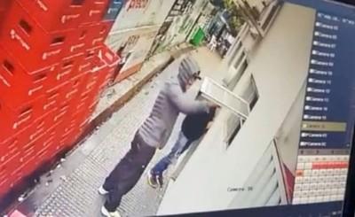 Par de ladrones se alzaron G. 200 millones de una gasolinera