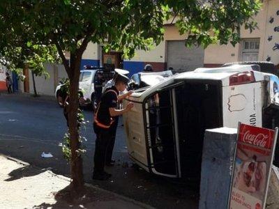 Accidente de tránsito deja dos agentes policiales heridos