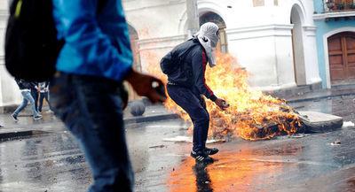 Moreno decreta toque de queda en zonas estratégicas de Ecuador por protestas