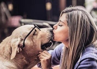 Falleció Paula, la inseparable mascota de Maga Caballero