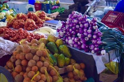 Feria de CDE con productos frescos