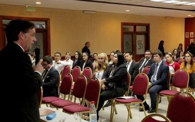 Funcionarios participan de curso sobre habeas corpus